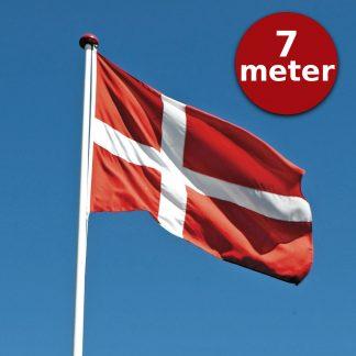 Thyholm Flagstænger 7m_Dannebrog på blå himmel