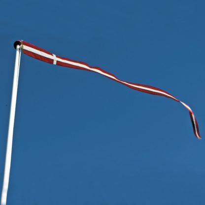 Thyholm Flagstænger tilbehør til flagstænger Dannebrogsvimpel på blå himmel